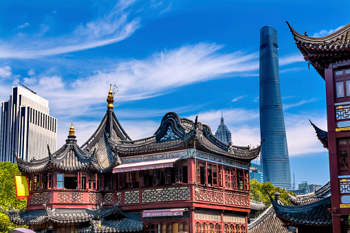 Yu Yuan Gardens「Shanghai Tower, Jin Mao Tower seen from Yuyuan Garden, Shanghai ,China」:スマホ壁紙(8)