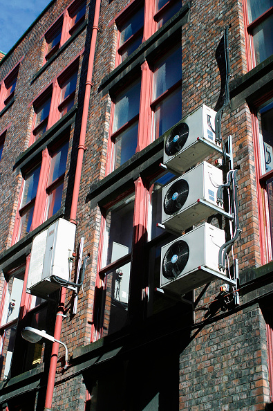 Wind「Air cooling units on the rear facade of an office building」:写真・画像(17)[壁紙.com]