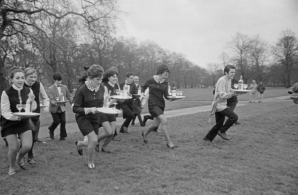Waitress「Soho Waiters' Race」:写真・画像(15)[壁紙.com]