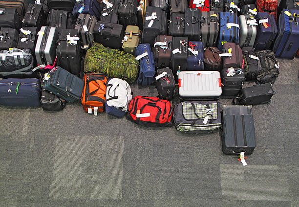 Lost luggage in the airport:スマホ壁紙(壁紙.com)