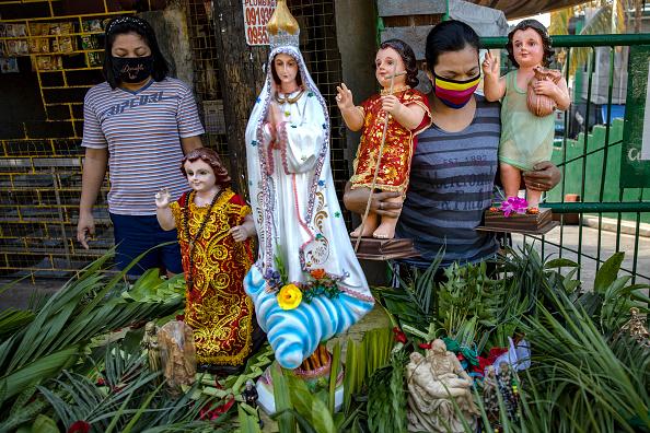 Frond「Filipino Christians Mark Palm Sunday Amid The Coronavirus Outbreak」:写真・画像(7)[壁紙.com]