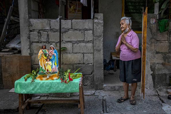 Frond「Filipino Christians Mark Palm Sunday Amid The Coronavirus Outbreak」:写真・画像(11)[壁紙.com]