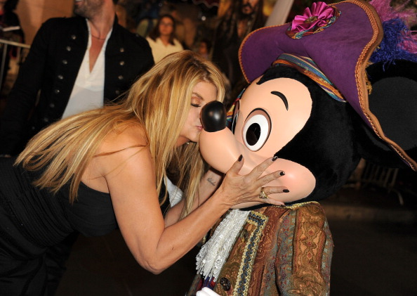 Mickey Mouse「Premiere Of Walt Disney Pictures' 'Pirates Of The Caribbean: On Stranger Tides' - Red Carpet」:写真・画像(11)[壁紙.com]