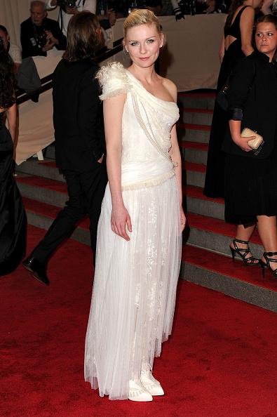"Kirsten Dunst「""American Woman: Fashioning A National Identity"" Met Gala - Arrivals」:写真・画像(10)[壁紙.com]"