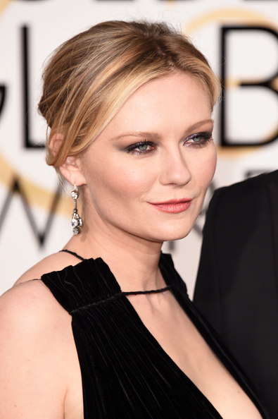 Kirsten Dunst「73rd Annual Golden Globe Awards - Arrivals」:写真・画像(2)[壁紙.com]