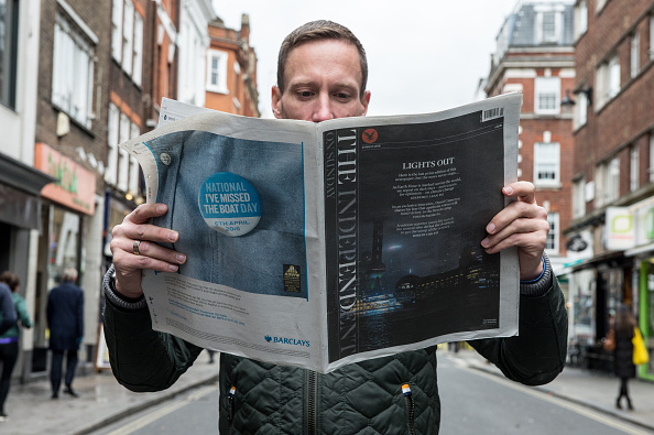 Newspaper「Last Print Edition Of The Independent On Sunday Goes On Sale」:写真・画像(18)[壁紙.com]