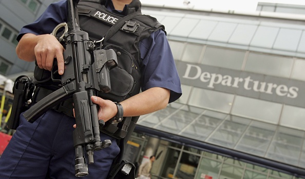 Heathrow Airport「Passengers Face Airport Delays Following Airline Terror Alert」:写真・画像(3)[壁紙.com]