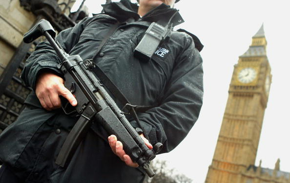 保安「Security In London Stepped Up As Police Prepare For Bush's Visit」:写真・画像(18)[壁紙.com]