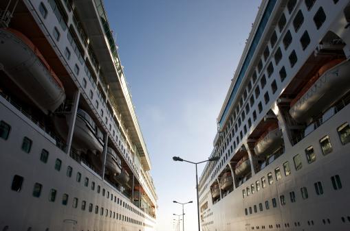 Passenger「Two moored cruise ships in port」:スマホ壁紙(13)