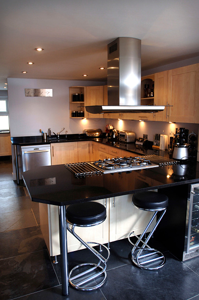 Kitchen Counter「A kitchen with a granite work surface, UK」:写真・画像(5)[壁紙.com]