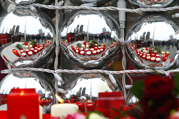 Christmas Decoration「Lorry Truck Drives Through Christmas Market In Berlin」:写真・画像(12)[壁紙.com]