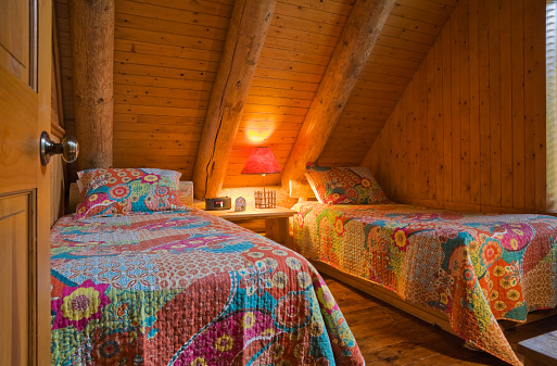 Duvet「Single beds with colourful flowery patterned bedspreads」:スマホ壁紙(0)