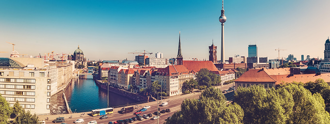 Berlin「berlin cityscape with television tower at sunny day」:スマホ壁紙(17)