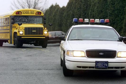 School Bus「13 Students Kidnapped from School Bus」:写真・画像(8)[壁紙.com]