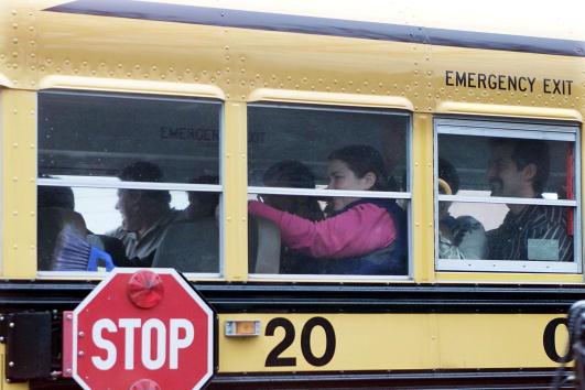 School Bus「13 Students Kidnapped from School Bus」:写真・画像(19)[壁紙.com]