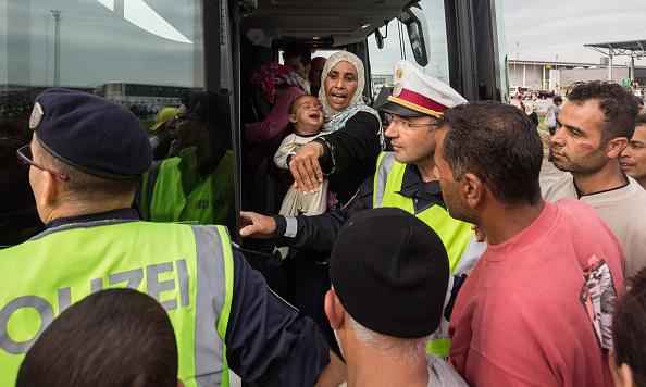 Land Vehicle「Austria Opens The Border To Thousands Of Migrants」:写真・画像(3)[壁紙.com]