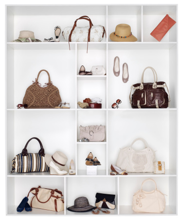 Females「Shelves filled with women's accessories」:スマホ壁紙(4)