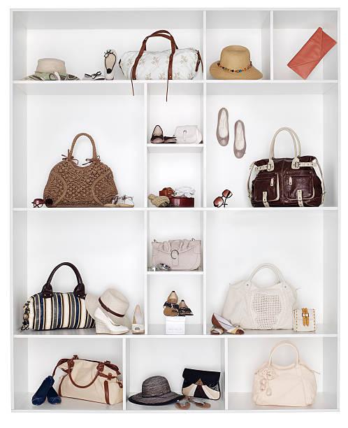 Shelves filled with women's accessories:スマホ壁紙(壁紙.com)