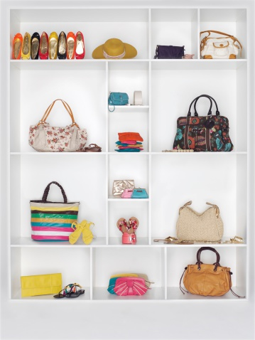 Belt「Shelves filled with women's accessories」:スマホ壁紙(2)