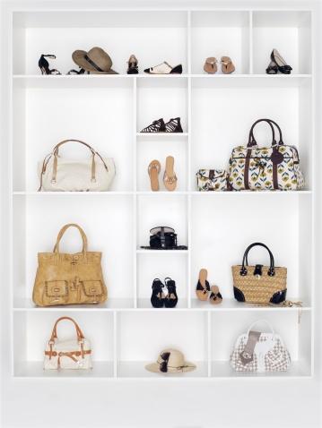 Belt「Shelves filled with women's accessories」:スマホ壁紙(19)