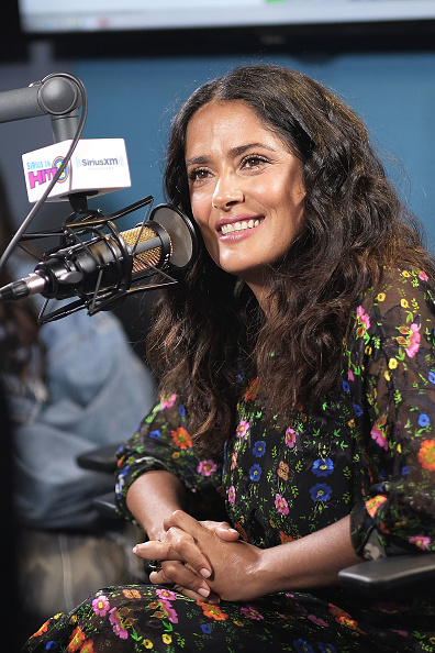 俳優「Salma Hayek Visits The SiriusXM Studios In Los Angeles」:写真・画像(6)[壁紙.com]
