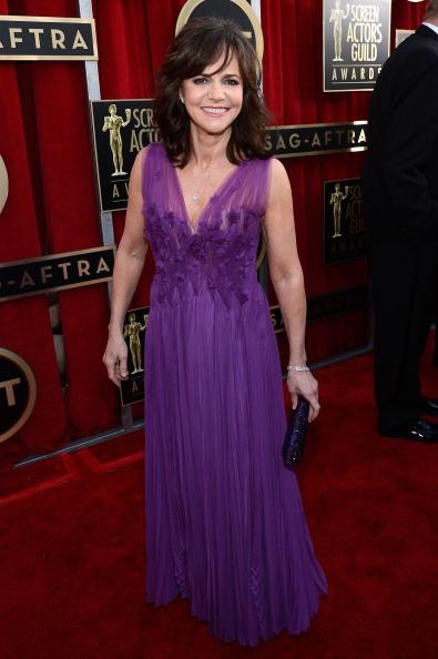 紫「19th Annual Screen Actors Guild Awards - Red Carpet」:写真・画像(15)[壁紙.com]