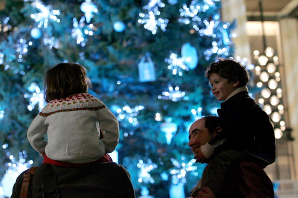 Decoration「Lincoln Center Presents The Annual Holiday Tree Lighting Celebration」:写真・画像(6)[壁紙.com]