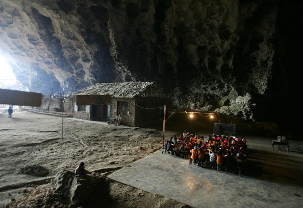 Middle Class「Remote Community Houses School In Cave」:写真・画像(15)[壁紙.com]