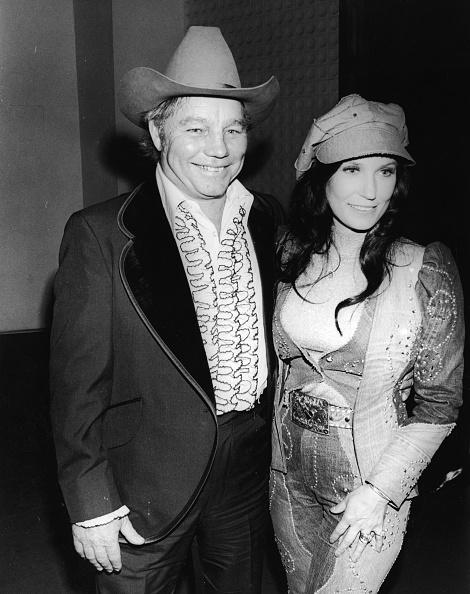 Husband「Oliver & Loretta Lynn At C&W Music Awards」:写真・画像(5)[壁紙.com]