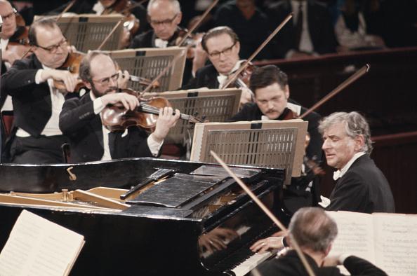 Musical Conductor「Leonard Bernstein」:写真・画像(6)[壁紙.com]