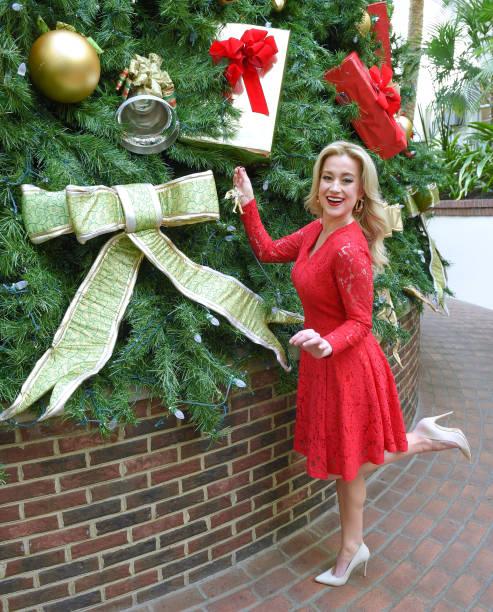Kellie Pickler Promotes Her Starring Role In Hallmark Channel's 'Christmas at Graceland' at Opryland Gaylord Resort:ニュース(壁紙.com)