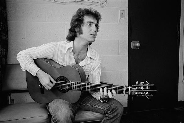 Acoustic Guitar「Larry Gatlin」:写真・画像(0)[壁紙.com]