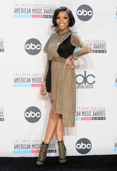Sleeved Dress「The 40th American Music Awards - Press Room」:写真・画像(13)[壁紙.com]