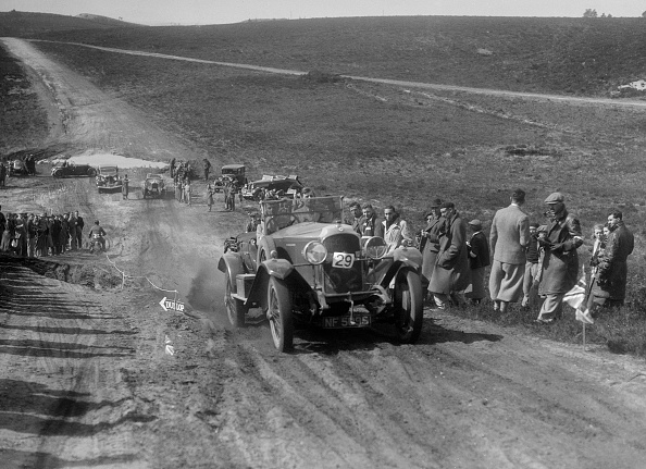 Country Road「Vauxhall 30/98 competing in a motoring trial, Bagshot Heath, Surrey, 1930s」:写真・画像(2)[壁紙.com]