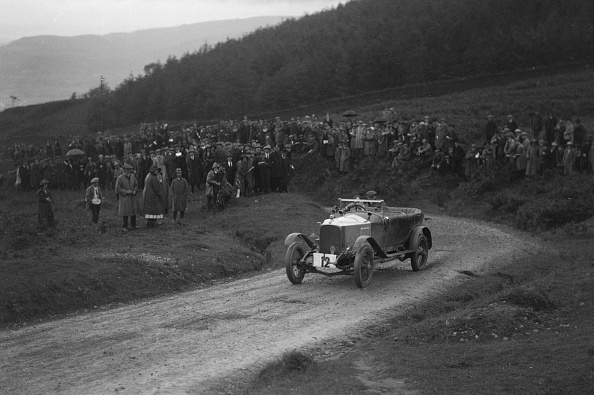Curve「Vauxhall 30-98 Of Humphrey Cook Competing In The Caerphilly Hillclimb」:写真・画像(15)[壁紙.com]