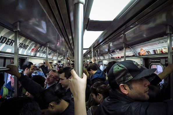 Subway「Doctor Quarantined At NYC's Bellevue Hospital After Testing Positive For Ebola」:写真・画像(3)[壁紙.com]