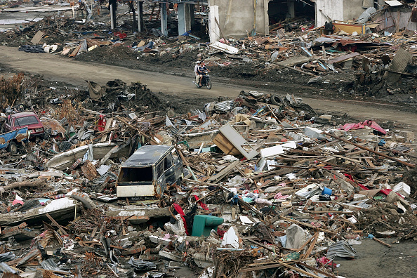 Land Vehicle「Villagers Return To View Devastated Homes」:写真・画像(13)[壁紙.com]