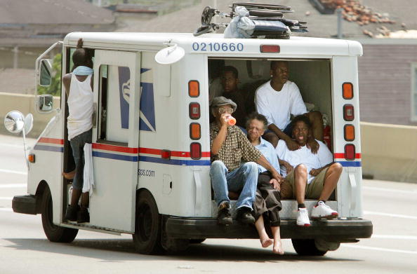 Recovery「Hurricane Katrina Hits Gulf Coast」:写真・画像(9)[壁紙.com]
