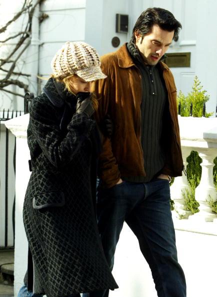 Headwear「Kylie Minogue Out In London」:写真・画像(16)[壁紙.com]