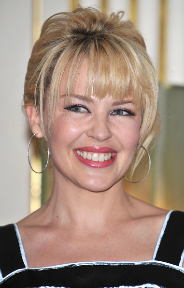 Arts Culture and Entertainment「Kylie Minogue Receives Chevalier Dans L'Ordre Des Arts Et Des Lettres」:写真・画像(10)[壁紙.com]