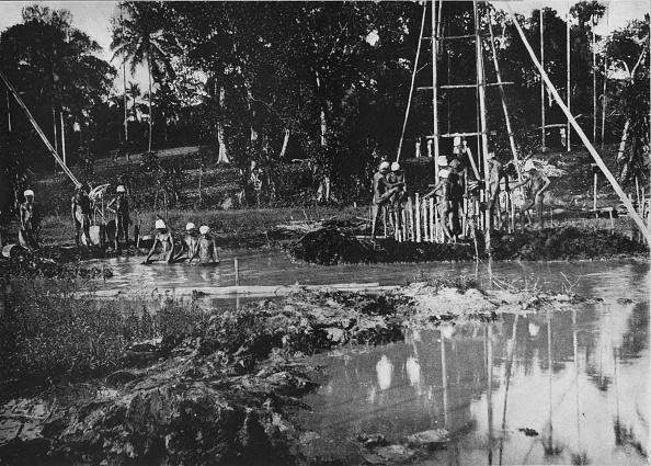 Oil Industry「'Gem Mining, Ceylon', c1890,」:写真・画像(14)[壁紙.com]