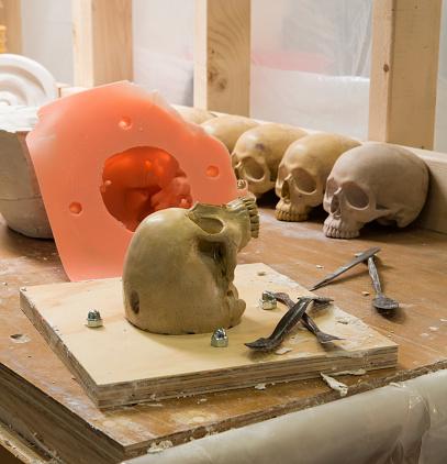 ドクロ「Making Ornamental Plaster」:スマホ壁紙(2)