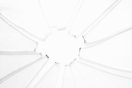 割れガラス「Crackled broken glass」:スマホ壁紙(17)