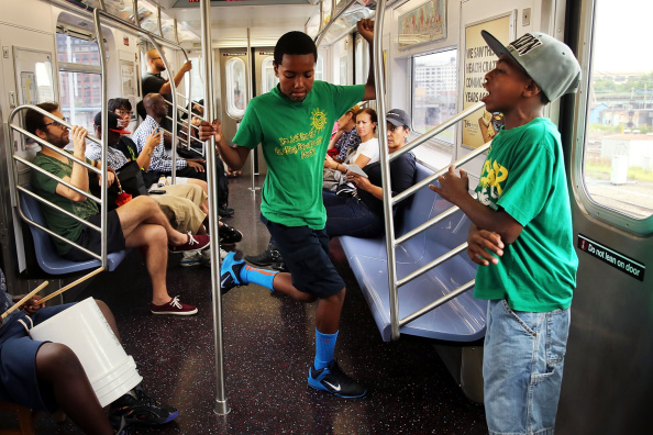 Queens - New York City「Subway Performers See Spike In Arrests Under Mayor's New Policy」:写真・画像(5)[壁紙.com]