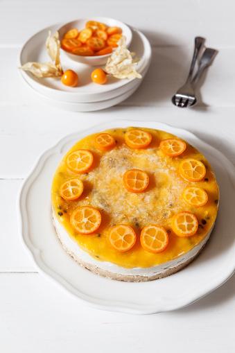 Chinese Lantern「Mango passion fruit cake decorated with slices of kumquat」:スマホ壁紙(0)