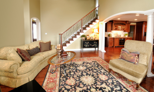 Persian Rug「Home Interior Living Room, Persian Rug, Pillars, Staircase, Spacious, Open」:スマホ壁紙(5)