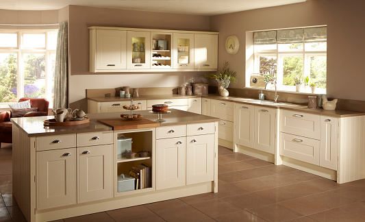 Cottage「Home interior of large kitchen」:スマホ壁紙(2)