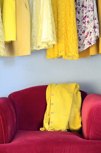 Yellow Dress「Yellow dresses and yellow cardigan on a red velvet chair」:スマホ壁紙(11)