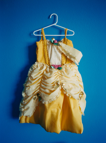 Yellow Dress「Yellow Dress on Blue Wall」:スマホ壁紙(5)