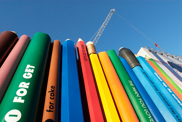 Pencil「Unusual decorative hoarding made up of giant stationery items surrounding a re-furbishment project on town houses, Bayswater Road, London, UK」:写真・画像(6)[壁紙.com]